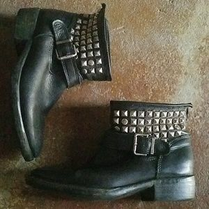 Steve Madden 8 Black Leather Outlaw Ankle Boot